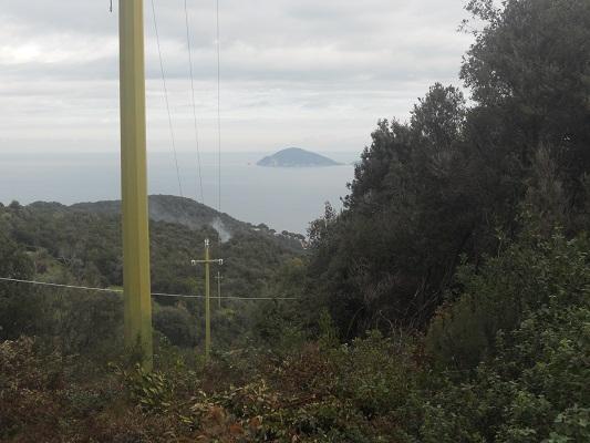 Zicht op Middelandse Zee op wandeling van Procchio naar Marciana Marina op wandelreis naar Italiaans eiland Elba