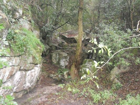 Rotspartijen op wandeling van Procchio naar Marciana Marina op wandelreis naar Italiaans eiland Elba