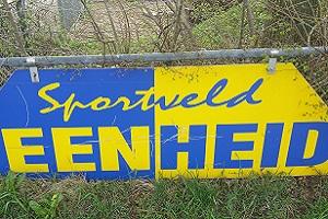 Wandelen over het Groot Frieslandpad bij voetbalclub Eenheid in Een