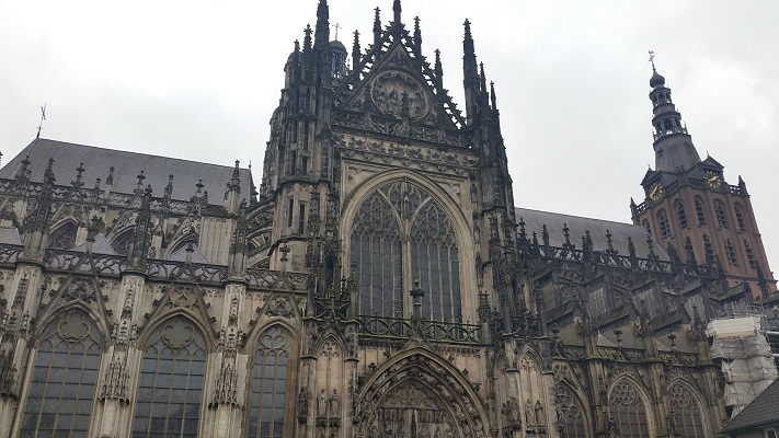 Wandelen over het Maarten van Rossumpad bij Kathedraak Sint Jan in den Bosch