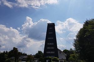 Rhein-Weserturm tijdens wandelreis over Rothaarsteig in Sauerland in Duitsland