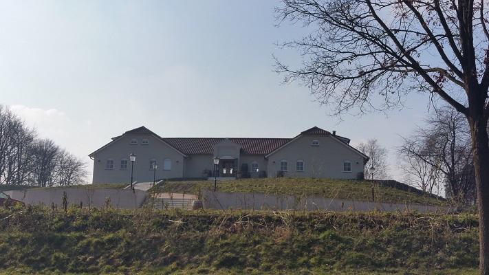 Nederlands Wijnbouwcentrum in Groesbeek tijdens wijnwandeling van Wanda Catsman in Groesbeek