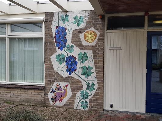 Kunstwerk MozaIek in Helmond-Noord tijdens een wandeling Ontdek de Kunst van Brabant Vertelt