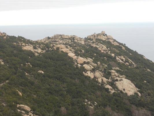 Rotslandschap bij Madonna del Monte op wandelreis naar Italiaans eiland Elba