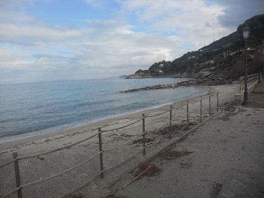 Op Sentiera della Salute aan kust op wandelreis naar Italiaans eiland Elba