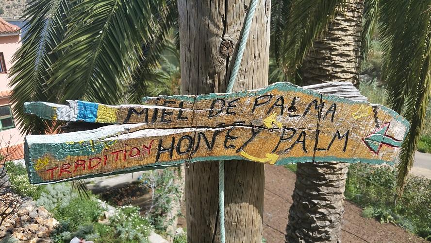 Miel de Palma, palmenhoning, Valle Gran Rey Wandelpad hoog boven Barranco de Erque tijdens wandeling op een wandelvakantie op La Gomera op de Canarische Eilanden