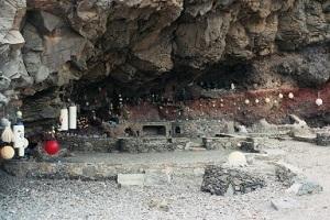 Herdenkinsplek aan Atlantische Oceaan tijdens wandelreis naar Canarisch Eiland Lanzarote
