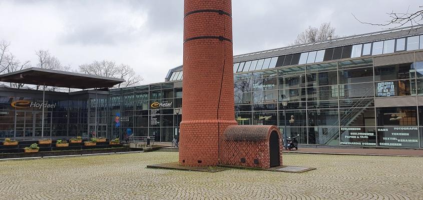 Literaire wandeling langs markante punten van A. van der Heijden in Geldrop bij het weverijmuseum