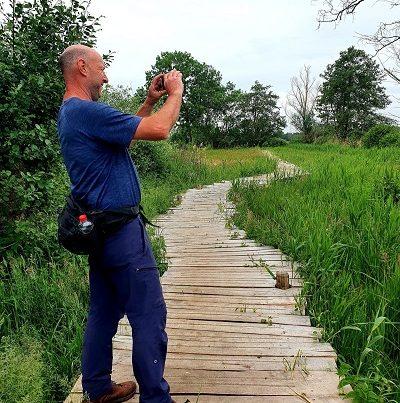 Wandeling over Trage Tocht Bedaf met Rob Wolfs bij de knuppelbrug op de wijstgronden in Uden