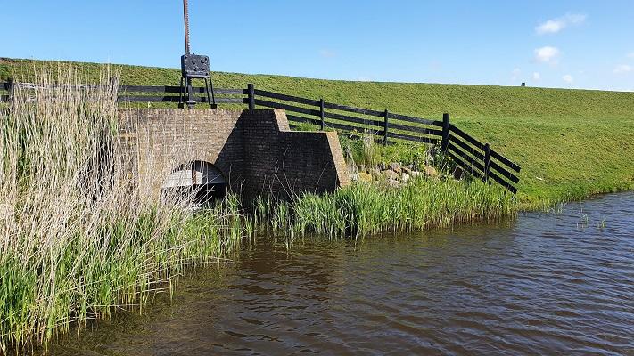 Wandeling van 't Horntje naar Oosterend op Texel bij oude sluis