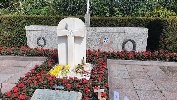 Wandeling van 't Horntje naar Oosterend op Texel bij de Georgische begraafplaats