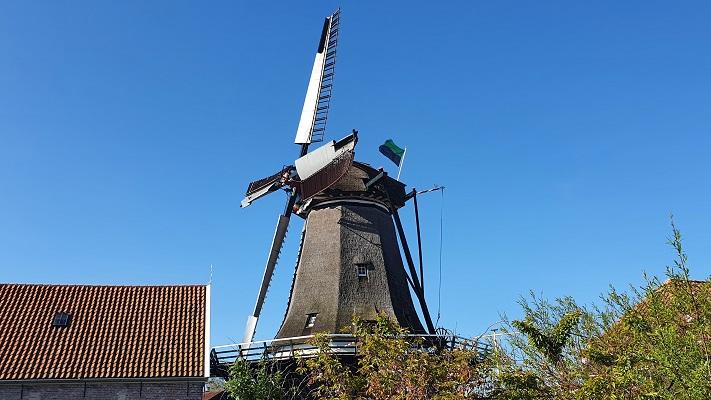 Wandeling van 't Horntje naar Oosterend op Texel in Oudeschild bij molen de Traanroeier