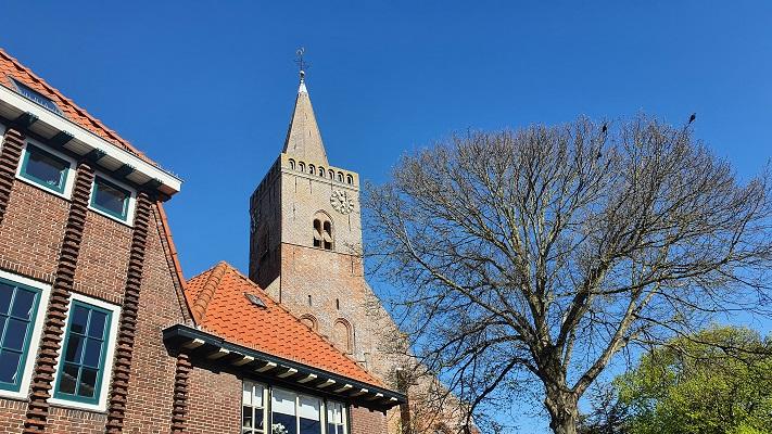 Wandeling op Texel van 't Horntje naar Oosterend bij de kerk in Den Burg