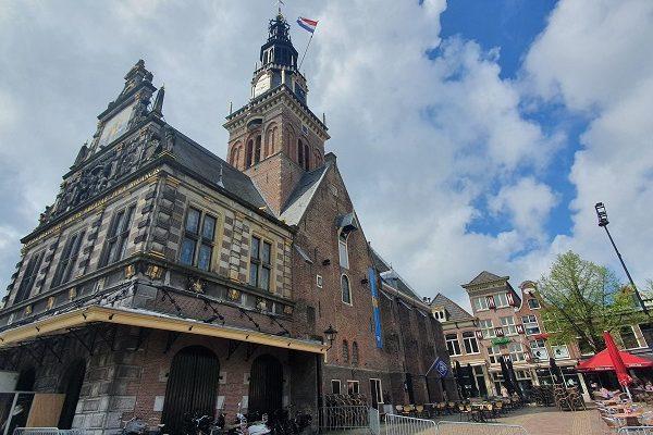 Wandeling over Westfriese Omringdijk van Schoorldam naar Alkmaar bij de Waag