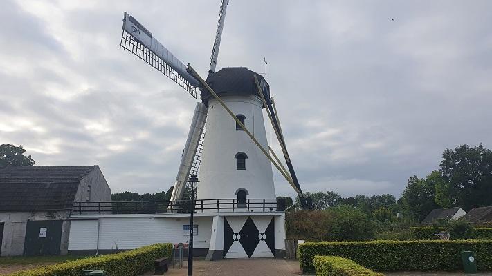 Wandeling over Trage Tocht Borkel bij de molen Sint Antonius